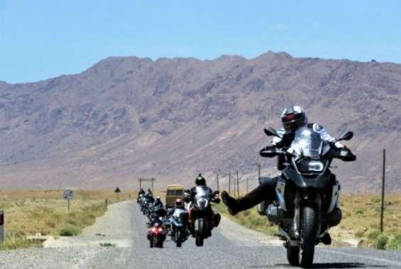 Nós mostramos-lhe o argentino da sua motocicleta. você descobrirá um mundo de paisagens qu